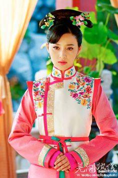 Qing dynasty, Manchu dress ~~ For more:  - ✯ http://www.pinterest.com/PinFantasy/moda-~-elegancia-oriental-oriental-elegance/