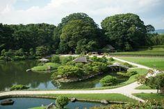 Koraku-en est l'un des trois plus beaux jardins du Japon, situé à proximité de château d'Okayamaau sud de la région de Chugoku sur l'île principale Honshu. Aménagé en 1700 à la demande du seigneur féodal Ikeda...