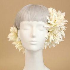 Flower Headdress, Floral Headpiece, Headpiece Wedding, Bridal Headpieces, Bridal Hair, Dress Hairstyles, Wedding Hairstyles, Asian Eye Makeup, Japanese Wedding