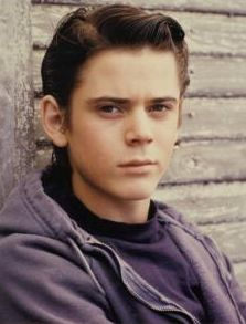 Who plays ponyboy in the outsiders