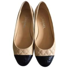 Pre-owned Chanel Beige Quilted Cc Ballerina Shw-37 Flats ($647) ❤ liked on Polyvore featuring shoes, flats, sapatilha, zapatos, ballerina, beige, quilted flats, beige ballet flats, silver shoes and chanel shoes