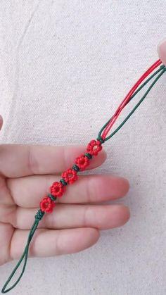 Diy Friendship Bracelets Patterns, Diy Bracelets Easy, Braided Bracelets, Diy Bracelets For Boyfriend, Macrame Bracelet Patterns, String Bracelets, Hemp Bracelets, Diy Crafts Jewelry, Diy Crafts For Gifts