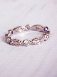 1930's Style Diamond Pave Wedding Band / http://www.himisspuff.com/wedding-bands-for-women/7/