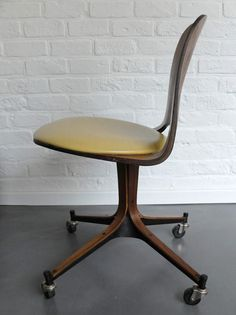 "Mid-Century Plywood Desk Chair on wheels, George Mulhauser for Plycraft - <span class=""node-unpublished"">George Mulhauser</span> - <span class=""node-unpublished"">Plycraft</span>"