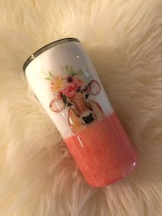 Watercolor and glitter cow tumbler Diy Tumblers, Glitter Tumblers, Glitter Cups, Custom Tumblers, Fun Crafts To Do, Diy And Crafts, Decals For Yeti Cups, Cute Cups, Cup Design