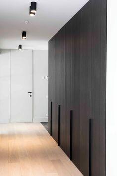 JUMA Architects Transformed a Bungalow into a Contemporary Villa - InteriorZine Wardrobe Design Bedroom, Modern Wardrobe, Closet Bedroom, Modern Interior, Home Interior Design, Interior Architecture, Flur Design, Halls, Closet Designs