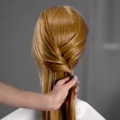 Penteados Simples : Aprenda Como fazer em Casa, passo a passo! Fast Hairstyles, Easy Hairstyles For Long Hair, Braided Hairstyles, Hair Upstyles, Stylish Hair, Hair Videos, Hair Hacks, Hair Inspiration, Short Hair Styles