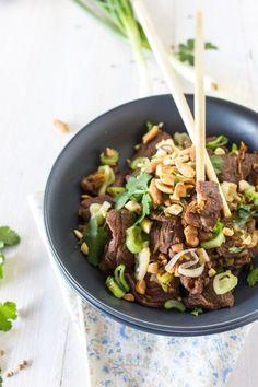 Beef with cilantro and lemongrass - cuisine asiatique - Asian Recipes Meat Recipes, Asian Recipes, Cooking Recipes, Healthy Recipes, Lobster Recipes, Vegetarian Recipes, Comida India, India Food, Exotic Food
