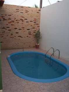 parede de tijolo a vista #DiversionFamiliar Pond Tubs, Small Pool Design, Stock Tank Pool, Outdoor Baths, Water Walls, Small Pools, Plunge Pool, Swimming Pools Backyard, Back Patio