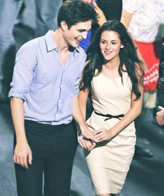 ImageFind images and videos about kristen stewart, twilight and robert pattinson on We Heart It - the app to get lost in what you love. Twilight Saga Quotes, Twilight Saga Series, Twilight Cast, Twilight Movie, Twilight Bella And Edward, Edward Bella, Kristen Stewart Twilight, Kristen And Robert, Robert Pattinson Twilight