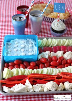 American Flag Vegetable Tray & Dill Dip Recipe. 4th of July Party Ideas. LivingLocurto.com 4th Of July Ideas, Fourth Of July Recipes, 4th Of July Desserts, 4th Of July Food Sides, Fourth Of July Food, 4th Of July Fireworks, Forth Of July Appetizers, American Party Food, Veggie Tray