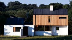 Duckett House, New Forest - John Pardey Architects Architecture Résidentielle, Contemporary Architecture, Contemporary Houses, Organic Architecture, Rural House, House 2, Timber Cladding, Design Moderne, Modern Design