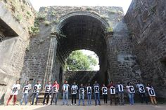 Enthusiastic volunteers send their solidarity message from Vasai Fort, Thane #FreeTheArctic30