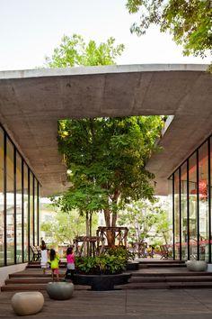 Gallery of Kurve 7 / Stu/D/O Architects - 1 luifel binnenbuiten boom daklicht collectief beton ruimte