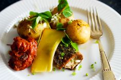 Hornfisk er den perfekte spisefisk til foråret, nye kartofler og den tidlige sommers lyse aftener. Her får du en nem og lækker opskrift på den oversete fisk