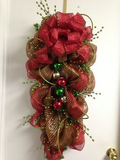Christmas Lanterns, Christmas Swags, Christmas Crafts, Christmas Decorations, Xmas, Arts And Crafts, Diy Crafts, Lanterns Decor, Mesh Wreaths