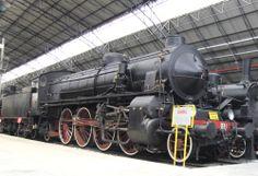 locomotiva a vapore FS 1923 - costruttore Breda. Le locomotive Gr. 746 furono progettate tenendo conto dell'obsolescenza dei binari, non sostituiti a causa del conflitto, non in grado si sostenere oltre le 17 tonnellate per asse; furono attive su linee a media velocità per treni viaggiatori pesanti.
