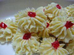 My Kitchen Tales: Samperit Resepi Lama Biscuit Cookies, Biscuit Recipe, Cake Cookies, Malaysian Dessert, Malaysian Food, Tea Snacks, Asian Desserts, High Tea, Cookie Recipes