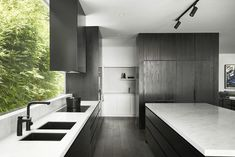 Gallery Of Brighton Residence By Studio Tate Local Australian Architecture & Interior Design Brighton, Melbourne Image 7 - The Local Project Kitchen Interior, Kitchen Decor, Kitchen Design, Kitchen Ideas, Bedroom Vintage, Black Undermount Sink, Butler, Interior Architecture, Kitchens