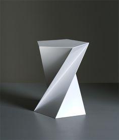 """""""おりがみチェアー"""" PHOTO: CATHARINA CAPRINO 椅子制作:SUSPRO  ノルウェーを拠点に活動しているデザイナー高橋創による""""おりがみチェアー""""と""""おしぼりチェアー/サイドテーブル""""です。       以下の3枚の写真は、""""おしぼりチェアー/サイドテーブル""""です。    """"おしぼりチェアー/サイドテーブル"""" PHOTO: CATHARINA CAPRINO 椅子制作:SUSPRO 以下、デザイナーによるテキストです。…"""