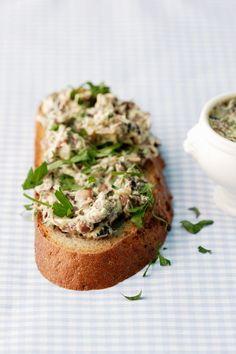Mushroom Spread - food and drink Mushroom Recipes Indian, Mushroom Soup Recipes, Healthy Eating Tips, Healthy Nutrition, Vegetarian Recipes, Healthy Recipes, Vegetable Drinks, Vegan Snacks, Food Menu
