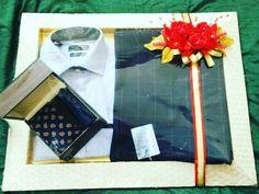 #1stchoicegift#trousseaupackaging #redflowers#men#suit#armani#zodiac#weddingseason#rogerlaviale Facebook.com/1stchoicegift Wedding Men, Wedding Gifts, Trousseau Packing, Money Envelopes, Marriage Decoration, Packing Ideas, Wedding Gift Wrapping, Wrapping Ideas, Gift Packaging
