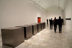 """Donald Judd. Exposición """"Fuego Blanco"""", la Colección moderna del Kunstmuseum Basel en el Museo Reina Sofía de Madrid. #Arte #Art #Arterecord 2015 https://twitter.com/arterecord"""
