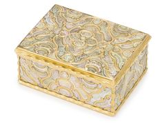 A German gold and mother-of-pearl snuff box, possibly Dresden, circa 1745