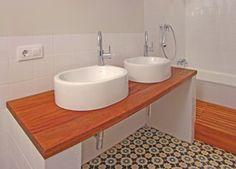 foto de reforma de bao retro vintage moderno con encimera de madera lavabos baera