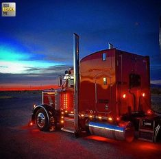 American Truckers added a new photo. Peterbilt 379, Peterbilt Trucks, Show Trucks, Big Rig Trucks, Custom Big Rigs, Custom Trucks, Trailers, Ranger, Big Ride