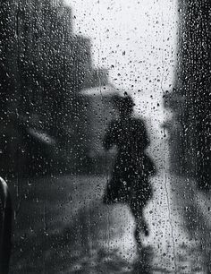A rainy day photo by Yngve Johnson Tore, shot in 1949.  via mpdrolet