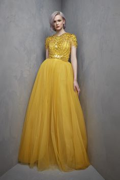 Jenny Packham Resort 2018 Fashion Show Collection: See the complete Jenny Packham Resort 2018 collection. Look 7 Beautiful Gowns, Beautiful Outfits, Evening Dresses, Formal Dresses, Jenny Packham, Yellow Fashion, Fashion Show Collection, Mellow Yellow, Couture Dresses