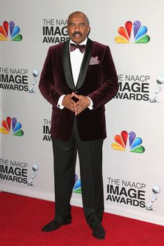 Steve Harvey Photos - Host Steve Harvey poses in the press room during the NAACP Image Awards at The Shrine Auditorium on February 2013 in Los Angeles, California. Suit And Tie, Velvet Jacket, Steve, How To Wear, Mens Gear, Well Dressed Men, Steve Harvey Suits, Suits, Black Royalty