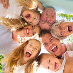 30 años cuidando sonrisas, queremos cuidar de ti y de tu familia, la salud dental es importante para mantenernos sanos, si te preocupa tu risa llámanos 934711750, ¡Te esperamos!