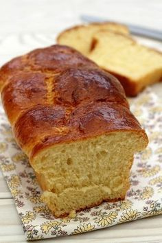 Brioche moelleuse, facile et rapide! Brioche moelleuse, facile et rapide! The post Brioche moelleuse, facile et rapide! & rezepte appeared first on Essen und trinken . Breakfast Recipes, Dessert Recipes, French Food, Croissants, Dough Recipe, Sweet Recipes, Scd Recipes, French Recipes, Banana Bread