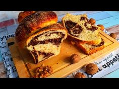 Crăciunul se apropie, iar cozonacul este nelipsit de pe mesele de sărbătoare. Eu am ales să fac cozonaci pufoși cu multă nucă și cacao, aromați cu coajă de portocală și lămâie, nelipsita esența de vanilie pe care am pus-o în aluat și esența de rom, pe care am folosit-o la umplutura cozonacilor. Daca nu vă… Sweet Bread, Banana Bread, Desserts, Pastel De Nata, Custard, Pastries, Rome, Tailgate Desserts, Deserts