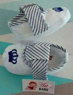 Sapato em tecidos ideal para recém nascido!  Tamanhos:  de 0 á 03 meses (15)  de 03 á 06 meses (16)    Nas cores:  Azul Marinho com branco  Azul Bebê com branco  Marrom com branco