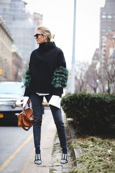 Double up on two totally different (but completely complementary) statement sleeves. #refinery29 http://www.refinery29.uk/2016/02/103173/ny-fashion-week-fall-winter-2016-street-style-pictures#slide-81