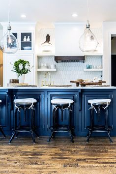 Decor Inspiration: A Go-To Kitchen (via Bloglovin.com ) Kitchen Cabinetry, Kitchen Tiles, Kitchen Reno, Kitchen Paint, Smart Kitchen, Kitchen Remodeling, Kitchen Countertops, Cupboards, Remodeling Ideas