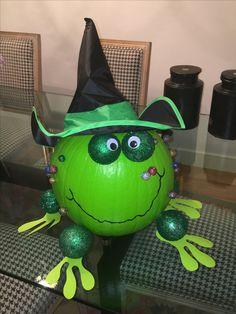 Sapo Calabaza Halloween Games, Holidays Halloween, Halloween Pumpkins, Halloween Crafts, Halloween Decorations, Pumpkin Painting, Pumpkin Art, Pumpkin Ideas, Pumpkin Decorating Contest