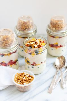 Make these Meal Prep Fruit and Yogurt Parfaits for healthy and delicious breakfasts all week long. Our secret trick helps the granola stay crunchy! Healthy Protein Snacks, Healthy Yogurt, Healthy Meal Prep, Healthy Eating, Healthy Recipes, Healthy Kids, Healthy Food, Fruit And Yogurt Parfait, Yogurt And Granola