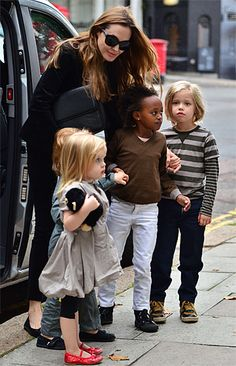 Angelina with her daughters Zahara and Shiloh Jolie Pitt and the twins, Knox and Vivienne Jolie Pitt in Sept 2011