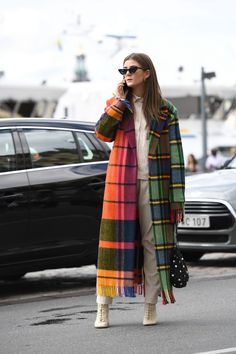 You may be dreaming of spring already, but we've still got plenty of winter ahead, which means a coat is a non-negotiable part of your daily dress code for the foreseeable future. Practical benefits aside — you know, warmth and all — the right coat… Street Looks, Street Style, Street Chic, Winter Coats Women, Coats For Women, Mantel Elegant, Long Fur Coat, Long Coats, Beige Maxi Dresses