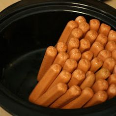 Backyard Cookout Party Buffet Tip: Cook hot dogs in bulk in crockpot for 4 hours Slow Cooker Recipes, Crockpot Recipes, Cooking Recipes, Budget Recipes, Cooking Games, Crockpot Party Food, Camping Cooking, Cooking School, Food Presentation