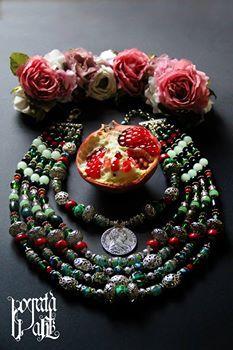 Дукач - срібна монета з Марією-Терезією, вставка - зелений фіаніт. Намисто - венеційка стара і нова, корал, кошаче око, моховий агат, яшма, кришталеві намистини, ажурні металеві намистини, посріблені намистини