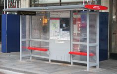 Londres ganha ponto de ônibus feito com 100 mil peças de LEGO® - Arcoweb