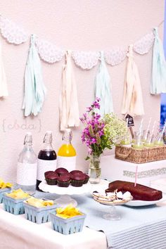 Dessert Bar Azul y Rosa Dessert Bars, Dessert Tables, Diy Garland, Frozen Birthday Party, Ideas Para Fiestas, Party Desserts, Candy Shop, Holidays And Events, Event Decor