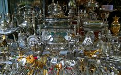 The most renowned flea market in Paris is the market at Porte de Clignancourt, which is called Les Puces de Saint-Ouen. Beautiful Places To Visit, Most Beautiful, Paris Flea Markets, Traditional Market, Flea Market Finds, Rustic Design, Fleas, Antique Furniture, Thrifting