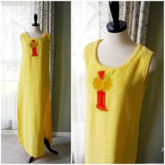 Vintage Beach Cover Up, Terry Cloth Swimsuit Cover Up, Vintage Terrycloth Loungewear, Bath Cover Size M/L  Such a cool cover-up! This yellow