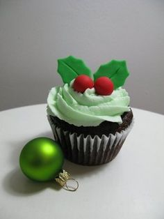 Holiday Cupcake...doing this next year